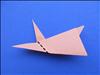 הפכו את הנייר על צידו השני וקפלו את האוזן השניה כך שתתאים.