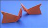 חומרים להכנת הארנג אוריגמי: 1 ריבוע נייר. מספריים.