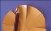 שימו מעט דבק בצד הימני של ה''עלה''.  הניחו את העפרון שלכם בזווית בפינה השמאלית העליונה וגלגלו את ה''עלה'' בעזרת העפרון.