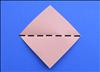 החזירו את הנייר עם אחת הקצוות מופנות כלפי מעלה. קפלו את הפינה העליונה כלפי מטה עד לתחתית בכדי לקפל את הנייר לחצי.  פתחו את הקיפול.